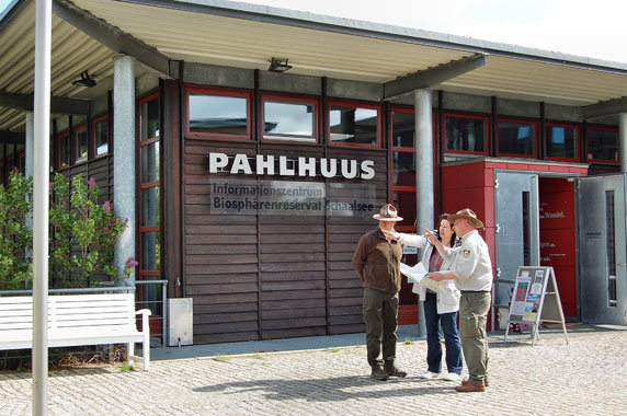 Das Informationszentrum PAHLHUUS in Zarrentin am Schaalsee. Foto: Frank Hermann