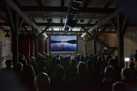 """Erstaufführung der Multivisionsshow """"Skizzen einer Landschaft – UNESCO-Biosphärenreservat. Foto: Monika Lawrenz Schaalsee"""""""