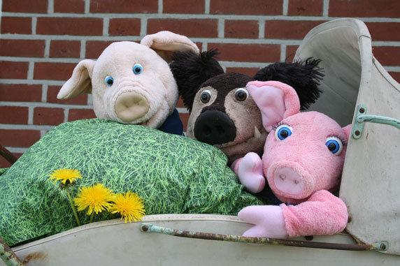 """Puppenspiel """"3 kleine Schweinchen"""". Foto: Allerhand-Theater, Herrenhof"""