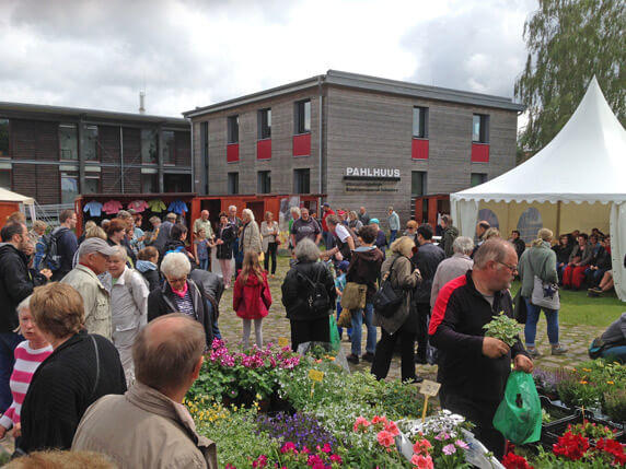 Der Biosphäre-Schaalsee-Markt am Infozentrum PAHLHUUS in Zarrrentin am Schaalsee. Foto: Frank Hermann