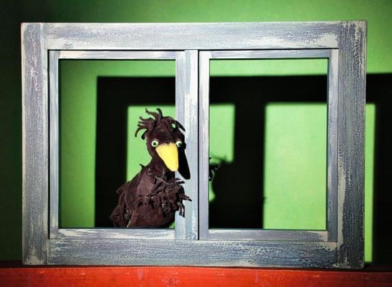 """Puppenspiel """"Richard, der stärkste Rabe der Welt"""". Foto: Tandera Theater"""