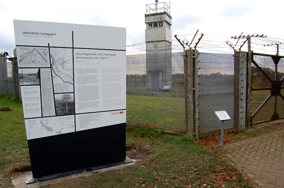 Grenzparcours. Lesezeichen in der Natur. In Schlagsdorf. Foto: Gerd Schriefer