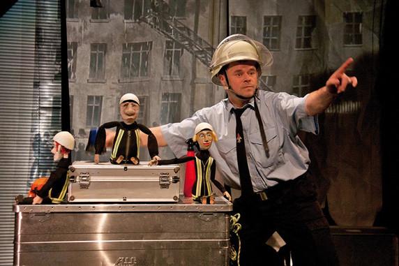 """Puppenspiel """"Bei der Feuerwehr wird der Kaffee kalt"""". Foto: Anja Daniela Wagner"""