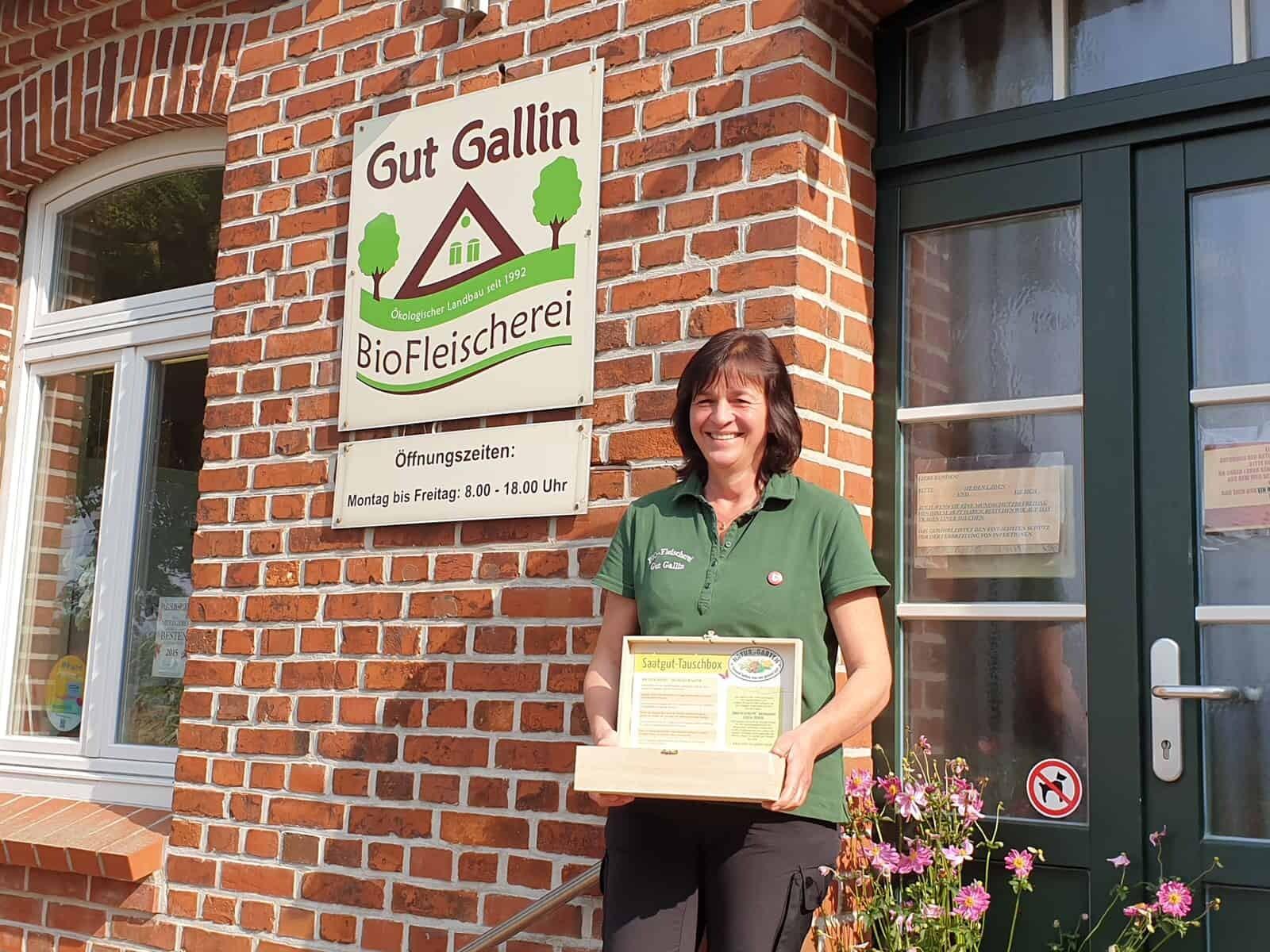 Foto: Peggy Rasim, Geschäftsführerin der BioFleischerei Gut Gallin GmbH, hat ebenfalls eine Saatguttauschbox erhalten. Fotoautorin: Katharina Possitt